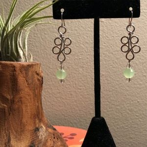 Swirly Silver Wire x Green Bead Dangle Earrings